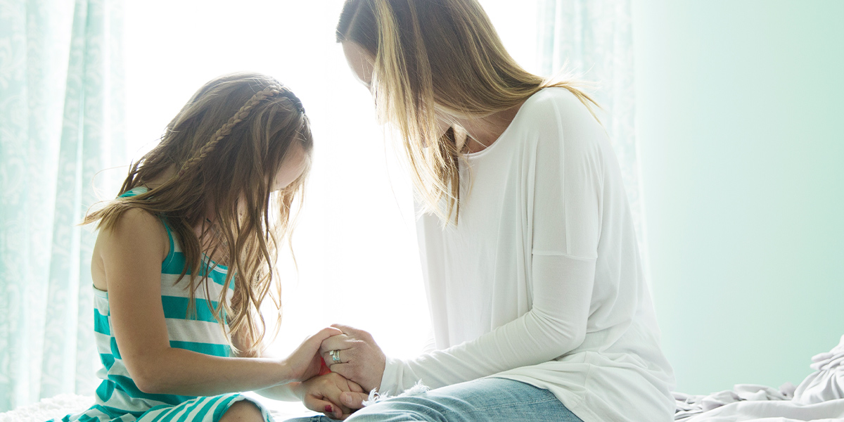 daughter and mother praying
