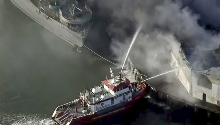 Boat douses fire at Fisherman's Wharf in San Francisco