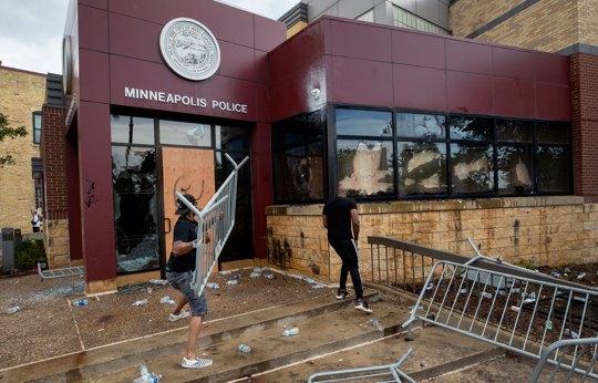 Protesters damage the Minneapolis 3rd Police Precinct