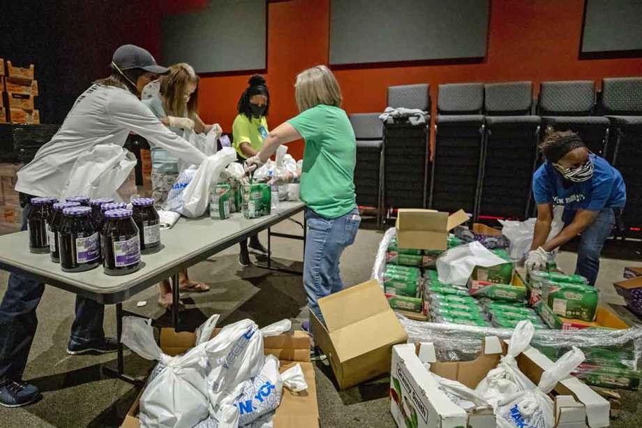 Rock Church volunteers feeding community