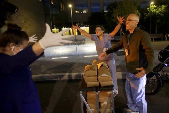 people giving food to nurses