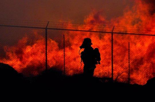 Wildfire threat continues despite decrease in Santa Ana winds