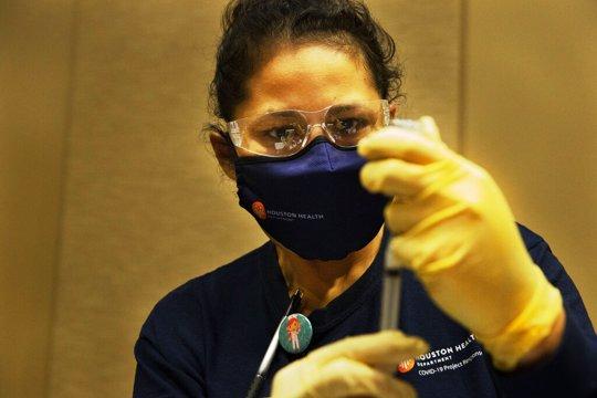Nurse prepares dose of vaccine