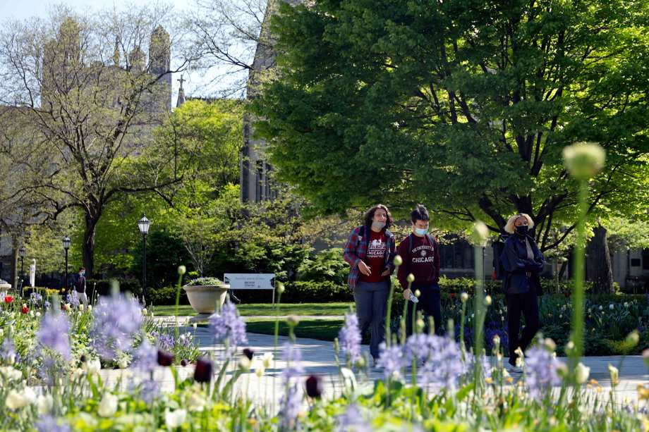 Students wearing masks make their way through the University of Chicago campus, Thursday, May 6, 2021, in Chicago.