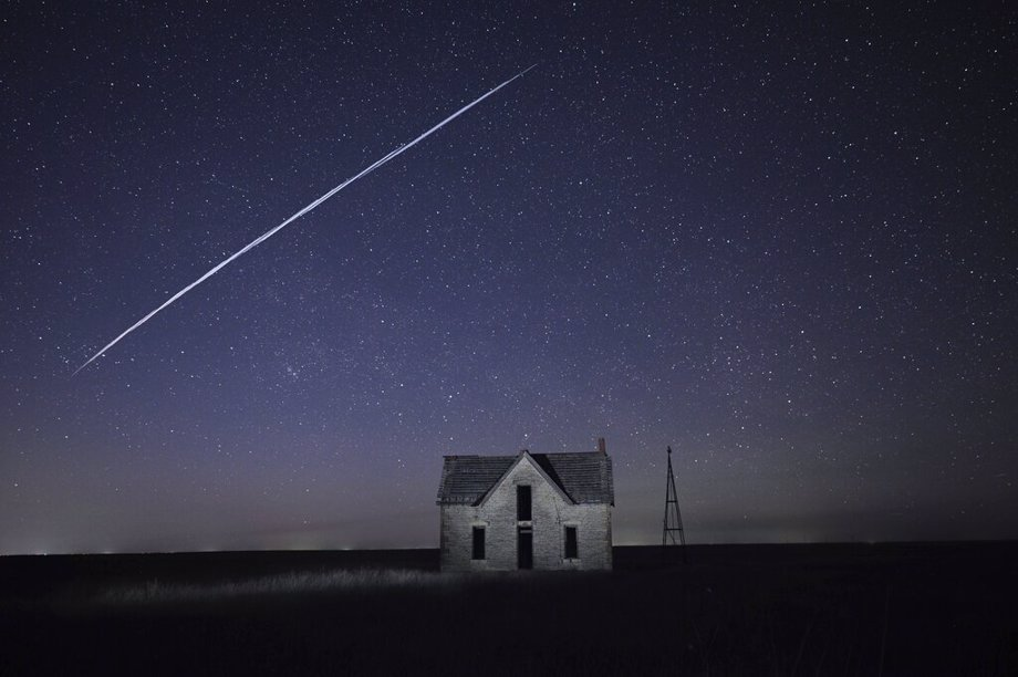Elon Musk's string of satellites interrupt star gazing