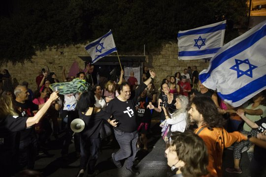 sraeli protesters dance and cheer during a demonstration against Israeli PM Benjamin Netanyahu