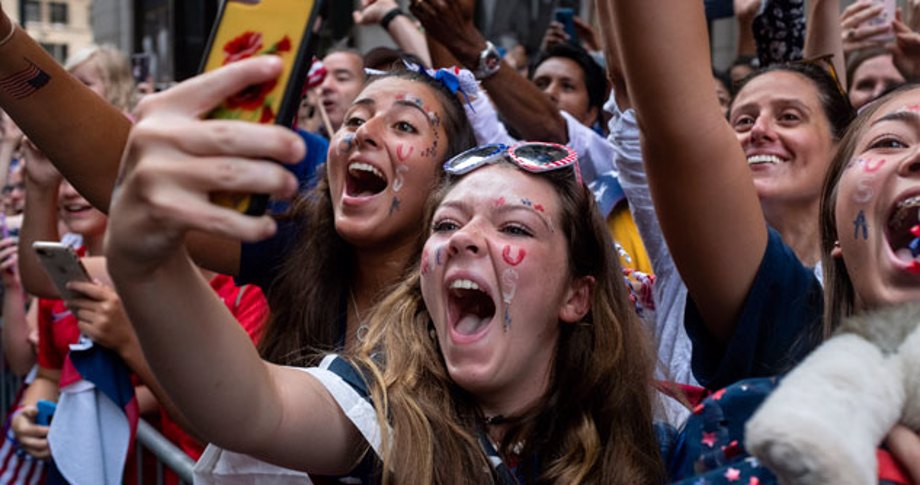 fans with USA on faces