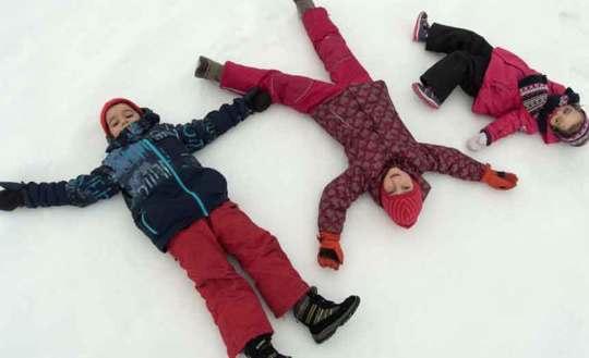 Kids on snow