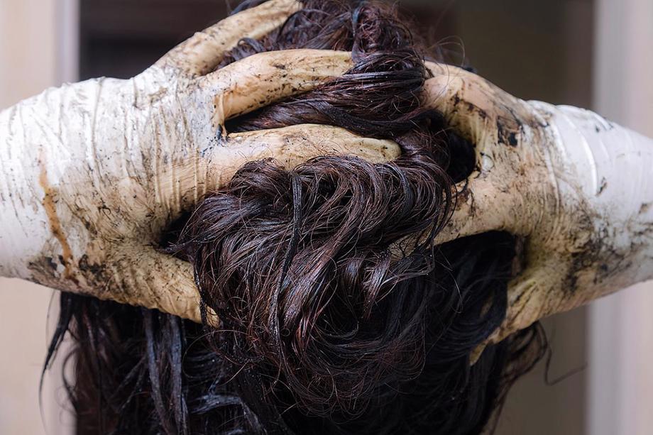 woman dyes hair