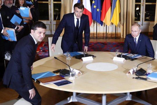French President Emmanuel Macron, center, Russian President Vladimir Putin, right, and Ukrainian President Volodymyr Zelenskiy, left