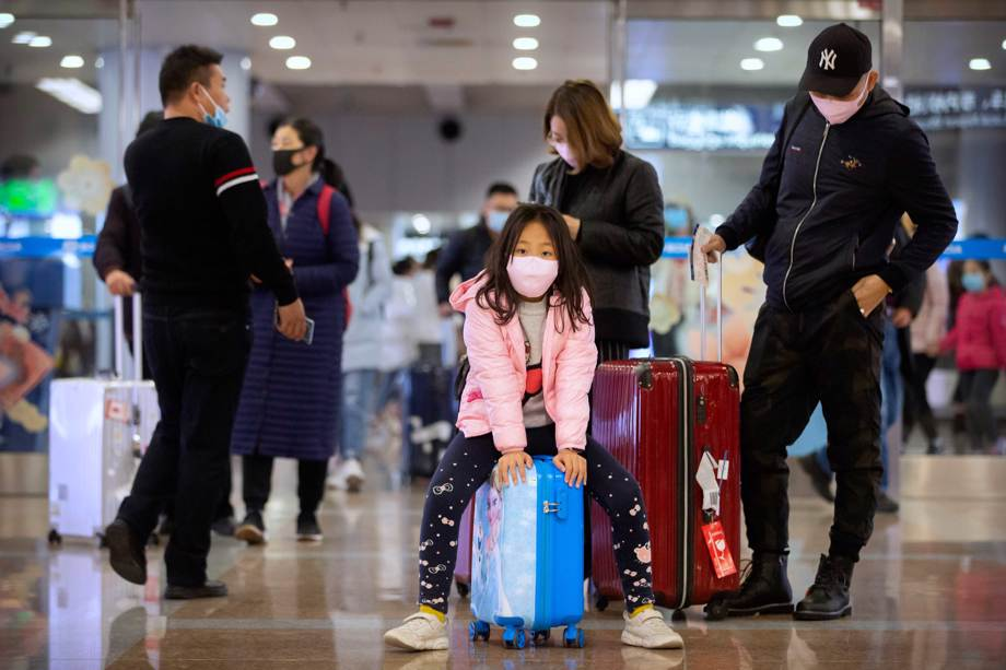 Travelers wear face masks at airport in China