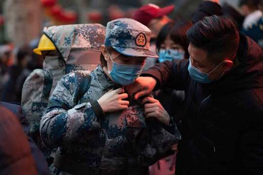 a military medic from the Air Force Medical University prepares to leave for Wuhan from Xi'an, capital of northwestern China's Shaanxi Province