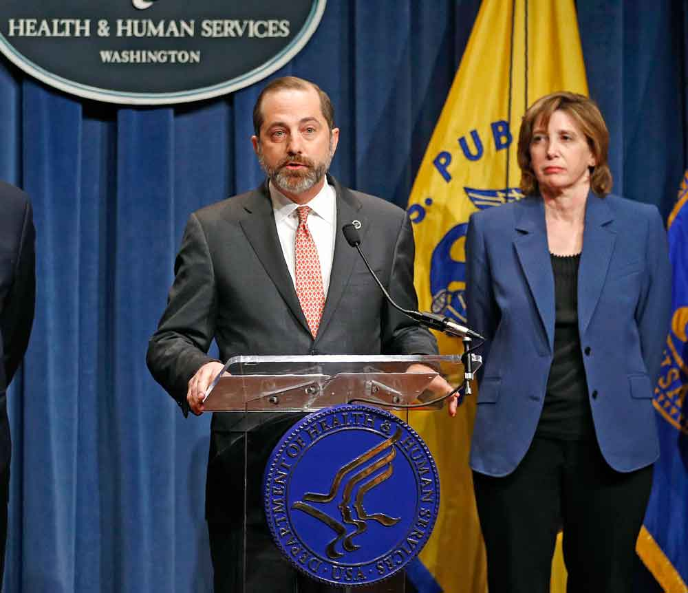 Health and Human Services Secretary Alex Azar and National Center for Immunization and Respiratory Disease Director Nancy Messonnier