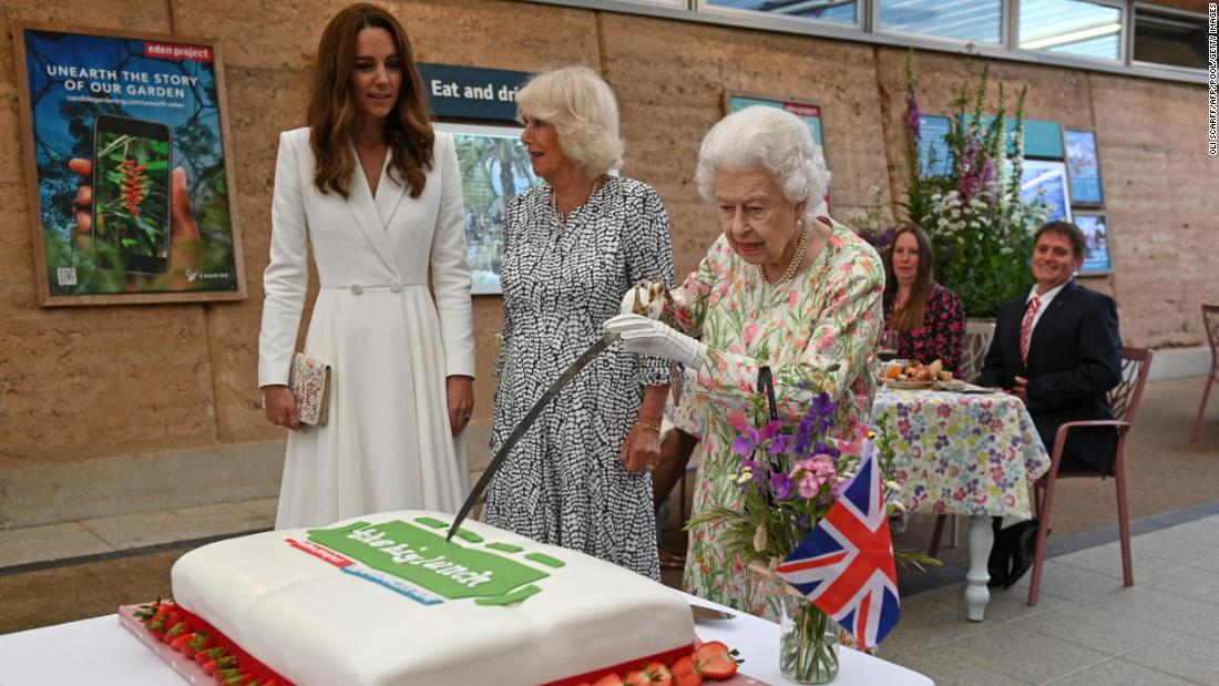 Queen Elizabeth Shows Off Sword Skills By Cutting Cake