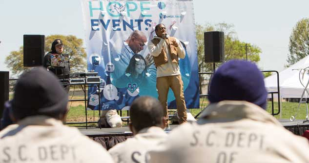 Lecrae speaks to inmates at a Hope Event