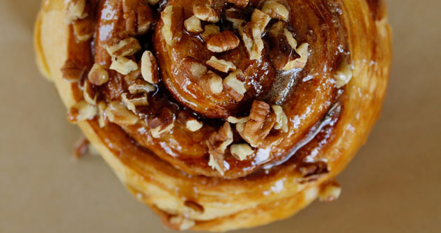 Cinnamon bun with nuts on top